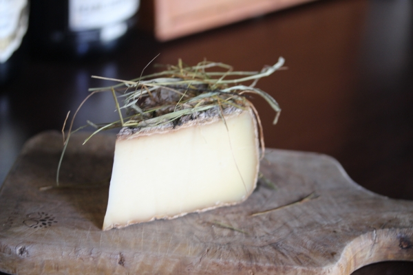 神田65チーズ「トム・オゥ・フォアン」