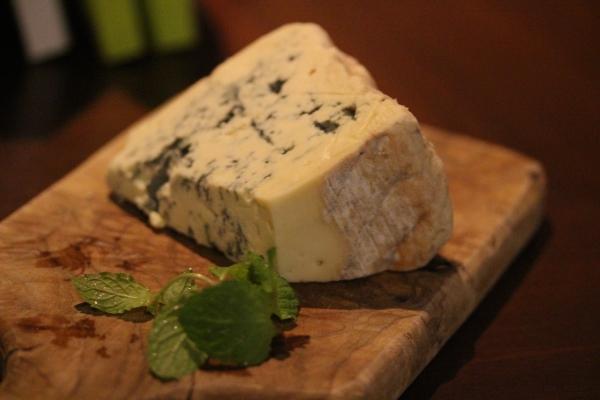 神田65チーズ「ブルードラケイユ」