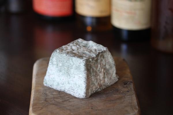 神田65チーズ「茶臼岳(今牧場の手作りチーズ)」