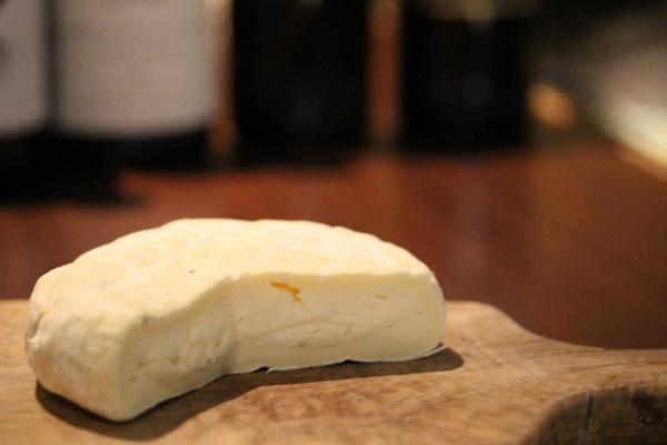 神田65チーズ「パリエッタ・タルトゥーフォ」