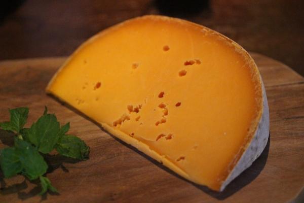 カンダ65チーズ「ミモレット・トラディション・レ・クリュ」