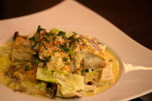 神田65料理「鶏肉のフリカッセ」