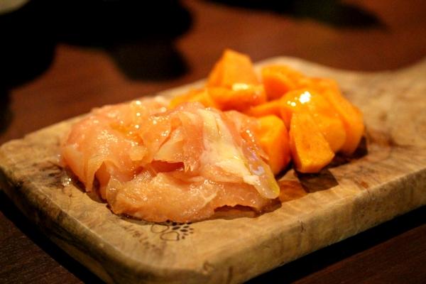 神田65料理「夢創鶏の生ハムと柿」