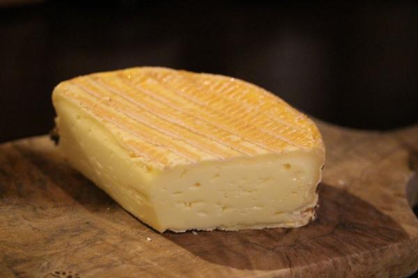 神田65チーズ 「リヴァロ レ・クリュ」